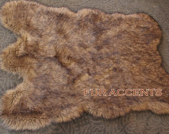 FAUX FUR Wolf Skin Accent Rug , Toss Rug, Area Rug, Pelt Rug 40x60