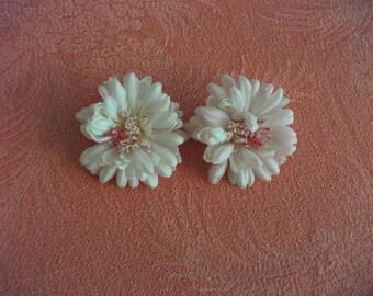 Funky Vintage Pink Plastic Flower Clip-on Earrings