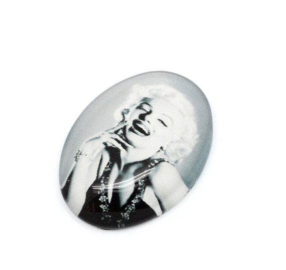 8 Marilyn Monroe Cabochons Glass Dome Seals - 18x13mm - Ships IMMEDIATELY  from California - G29