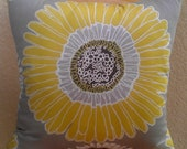 "20""x 20"" Yellow and Grey Daisy Pillowcover"