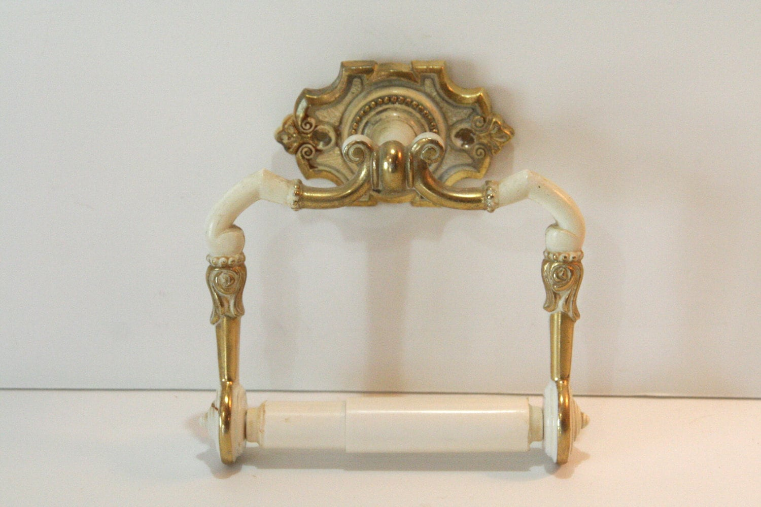 Vintage toilet paper holder for your by calmcoolcollectedvin Antique toilet roll holders