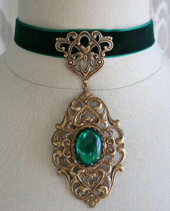 LADY EVERDEEN romantic Renaissance inspired velvet choker with aged brass and emerald stone