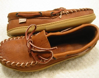 vintage womens traditional/classic burnished tan genuine moosehide driving moccasins by Evans  6M . . . never worn . . . made in the USA