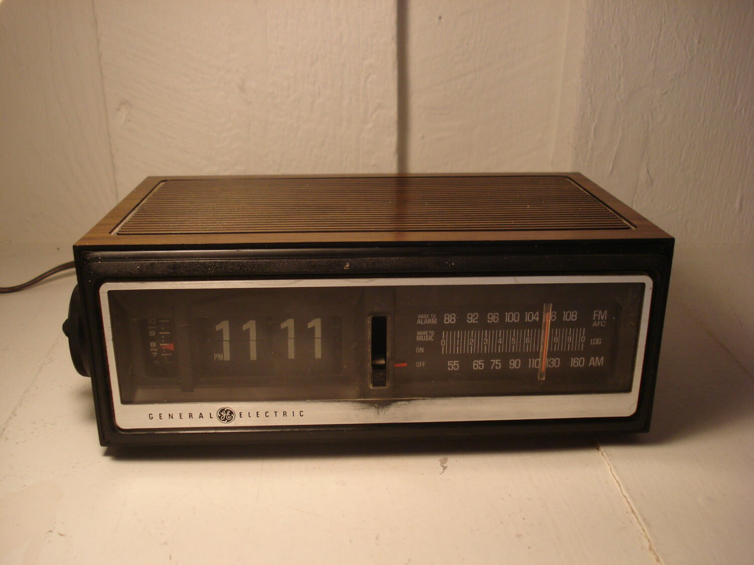 Partially Functioning Flip Clock Radio