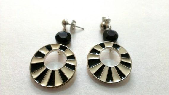 Black and White Mod 1950s earrings. Stud Posts. Everyday. Halloween. Kitsch. Gift for her. Retro. Women. Mad Men