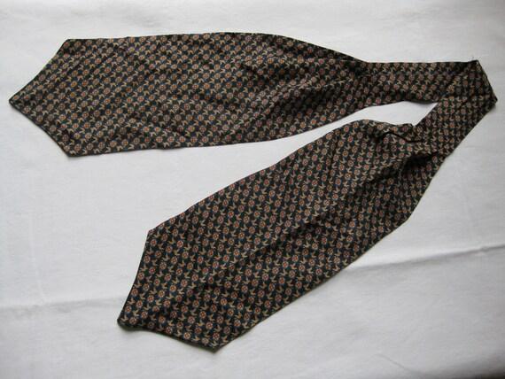 vintage gentlemen's silk cravat necktie flying duck design
