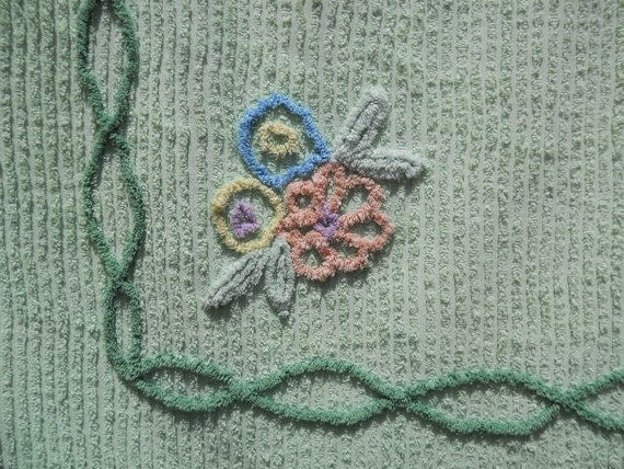 """Vintage Chenille Bedpsread Mint Jade Green Floral 1950s 94"""" x 102"""" Cutter"""