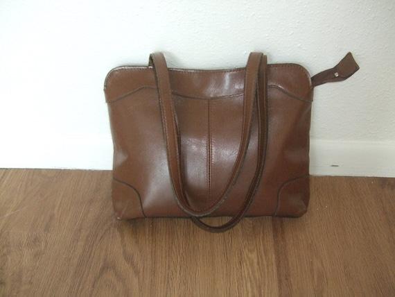 12 Dollar SALE: Vintage caramel brown leather shoulder bag 70s Antonia