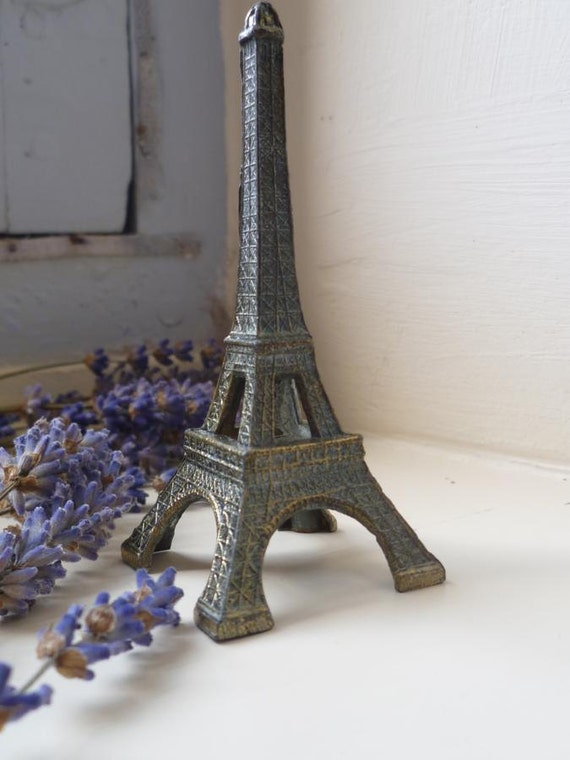 Miniature Eiffel Tower Metal Model Paperweight Souvenir French Tourist  Display Piece