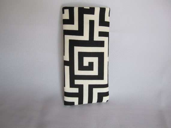 Padded eyeglass/sunglass case in striking Grecian pattern in bold black and white Unisex
