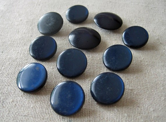 Mixed lot of 11 dark blue shank vintage buttons