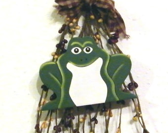 Primitive Berry Swag  Wood FROG Sign Ornament Country KITCHEN Bathroom Wall Decor