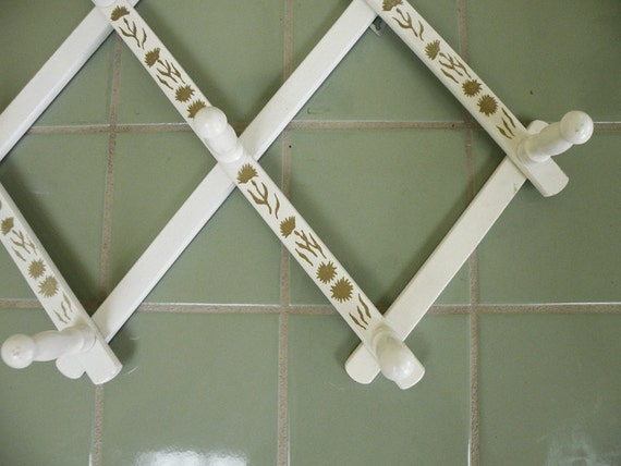 Wooden Peg Rack // White and Gold Expanding Accordion Wall Hanger