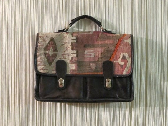 TURKiSH KiLiM wOOL AND LEAThER BRiEFCASE. TRiBAL ANATOLiA PATTERN LApTOp BAg.