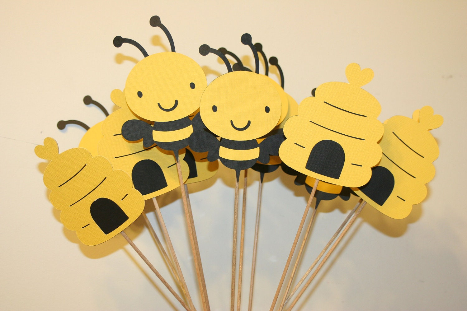 Set of 12 bumble bee table decorations centerpieces great for Bumble bee mural
