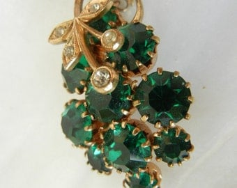 Vintage Coro Pendant Emerald Coloured Stones Green Grapes Vintage Wedding Jewelry Women's Mod Accessories Victorian Dresses Retro Necklace