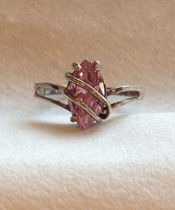Vintage Pink cut crystal Sterling Silver ring with beautiful clear pink cut gemstone or crystal. size 8