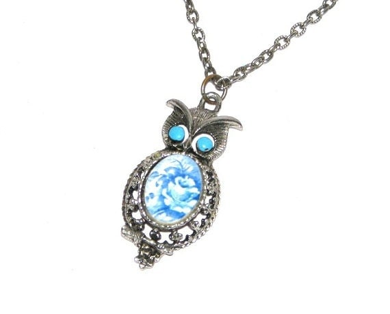 ON HOLD- Vintage 70s 80s Silver-Tone Owl Pendant Necklace w/ Blue Floral Cab