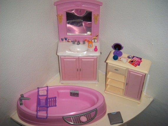 BARBIE  Bathroom Bathtub Bath rack sponge soap scale 2 mirrors 3 perfume bottles Sink Etagre Wall Sconces