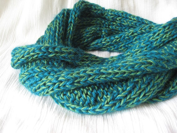 Blue/Green Rib-Knitted Twisted Cowl