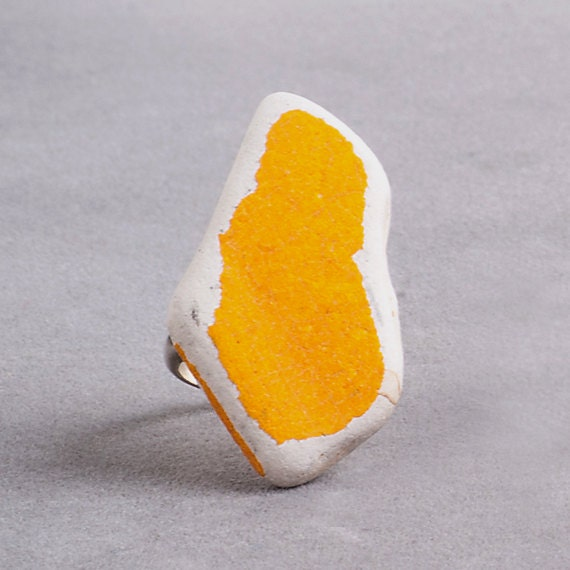 Yellow Cracks Stone // One Off Rings collection // Construction Waste // ceramic stone // silver ring // for her
