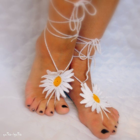 Decorating for the feet. Barefoot sandals. Crochet. Chamomile. Anklet. For the home, the beach, yoga, summer.