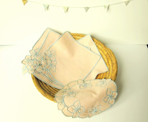 8  vintage french and embroidered doilies - Shabby chic - 1960's