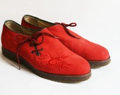 Vintage Red Costume Shoes Flats leather Flowers Embroidery Bavaria Trachten NEW US 8 / 9 UK 5 / 6 fashion accessoires