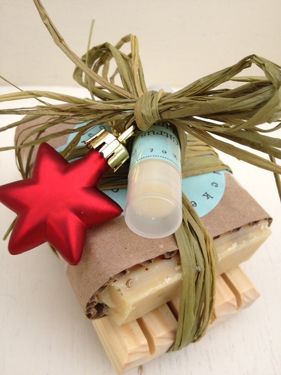 HOLIDAY SOAP SET - Christmas Soap Set - Soap Set - Handmade Holiday Soap Set - gift soap set - hostess gift - soap