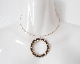 Vintage eighties gold metal black weave wreath dangle necklace