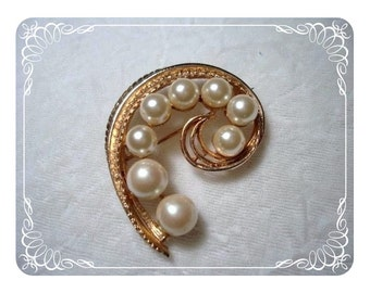 Simple Classy Faux Pearl Brooch  1238ag-40510000