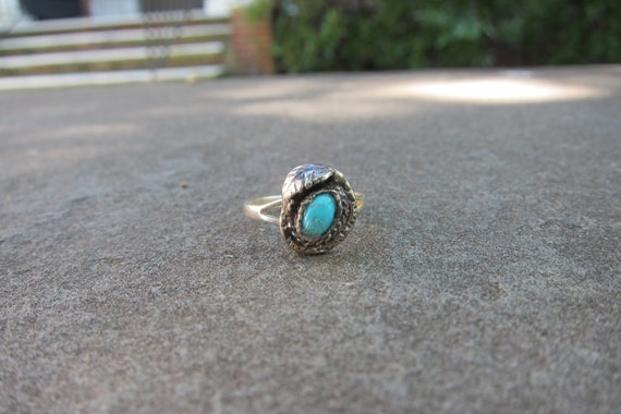 Vintage Native American Sterling Silver Ring with Turquoise Stone and Delicate Leaf Detail - Size 6
