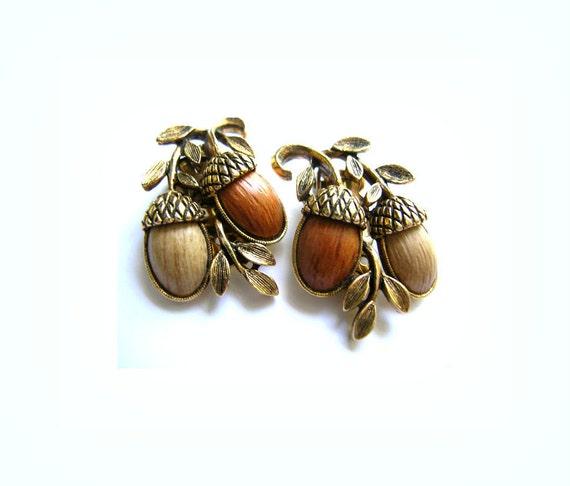 Vintage Fall Autumn Harvest Acorn earrings signed , clip on