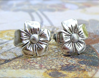 Pansy - antique silver plated post earrings