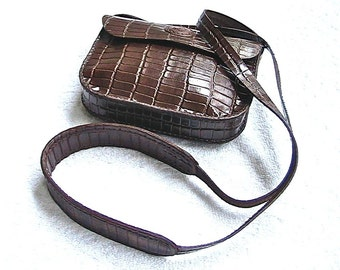 Small brown leather shoulder bag / purse.