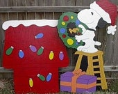 Snoopy Decorating Doghouse