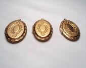 3 pcs - Ornate oval Lockets - m224