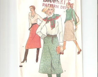 Vintage UNCUT Vogue Sewing Pattern 9895  for Skirt, Waist Sz 28, 1970s