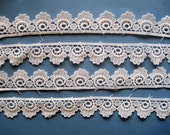 """Clam Shell Scalloped Venice Lace, Off - White, 1"""" inch wide, 1 Yard, For Dolls, Apparel, Home Decor, Accessories, Costumes, Victorian Crafts"""