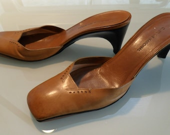 90s CoSTUME NATIONAL saddle brown tooled avant garde square toe kitten heel mules: size 38.5/ US 8.5