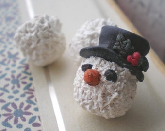 Frosty the Snowman- rustic polymer clay beads. top hat. holly. snow balls. rustic snowman winter ornament. Jettabugjewelry