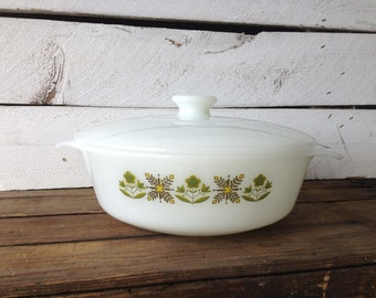 SALE vintage Anchor Hocking casserole dish with lid / Fire King green meadow pattern / milk glass casserole dish / Vintage Baking dish