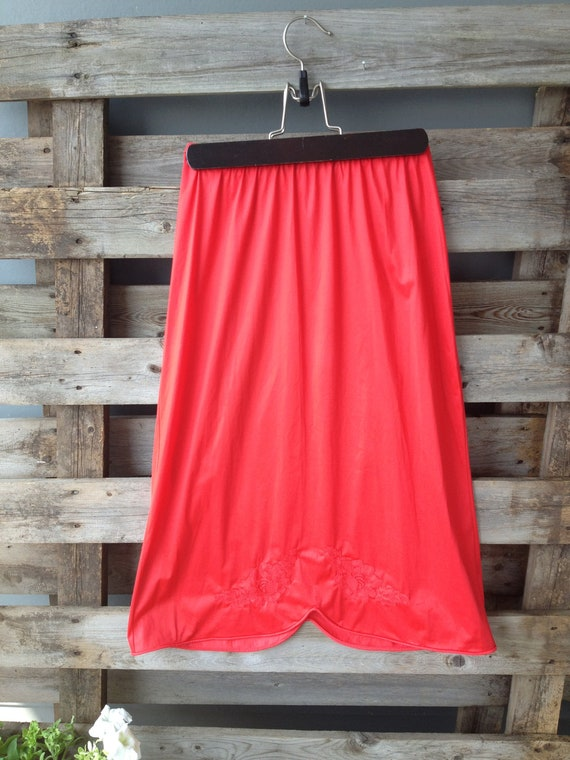 Vanity Fair NWT Vintage red half slip with floral pattern / NOS red slip / short slip / size small