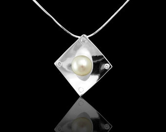 Simple but elegant pendant necklace using freshwater pearl, sterling silver.  2013 style.