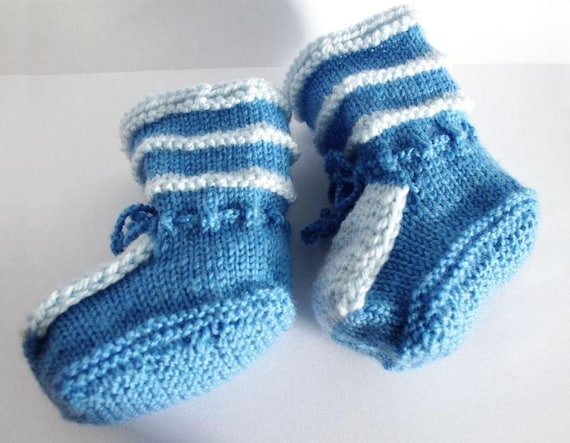 Baby boy booties: light blue / white handmade knitted of acrylic yarn baby booties