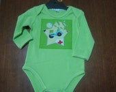 Great Boys Green Romper / Bodysuit with cars in stars applique sizes 000 to 1 available