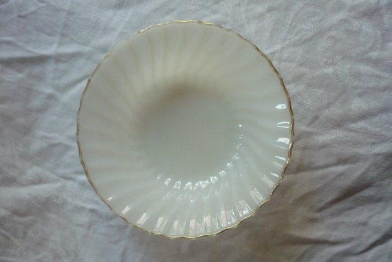 Beautiful Set of 2 Anchor Hocking Swirl Vegetable Serving Bowls