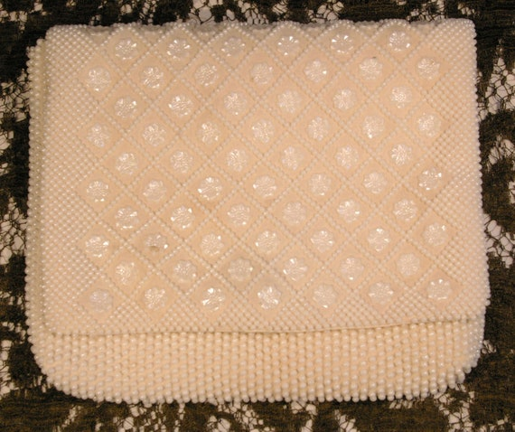 Vintage 1960s Ivory Faux Pearl Bead with Flower Beads Soft Satin Lined Interior Evening Bag Purse Clutch