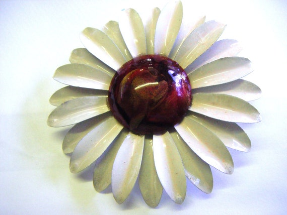 1960's Flower Power Enameled  Brooch Pin White with Ruby Pearlized Center