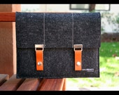 ipad case 100% merino wool felt charcoal with leather straps
